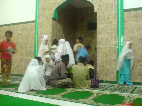Berburu tanda tangan imam tarawih