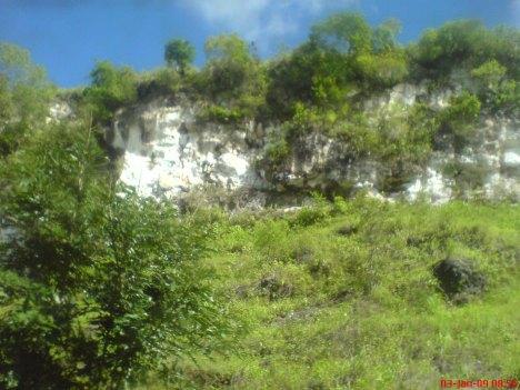Pemandangan Bukit Karts sepanjang perjalanan ke Pacitan