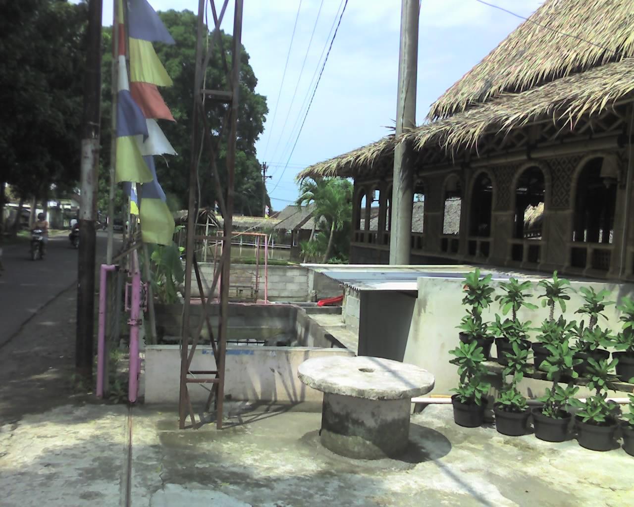 Jambon Resto pintu depan
