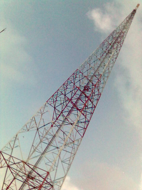 Tower 114 meter, bayangin kalau ambruk