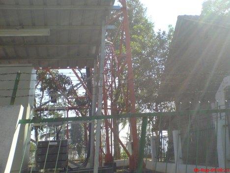 Mesin BTS Indosat di Ngoro-Oro (saya potret sambil naik motor)