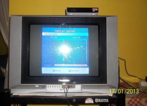 STB DVB-T2 sudah dipasang di TV Tabung