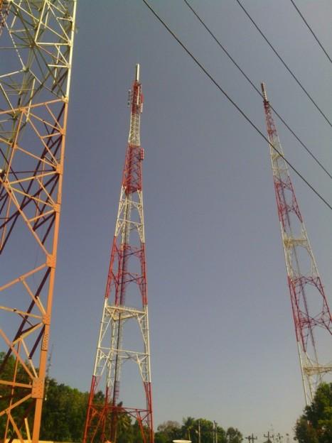 Tower yang tengah adalah milik MetroTV yang juga dipakai bersama dengan NUSATV/b-channel