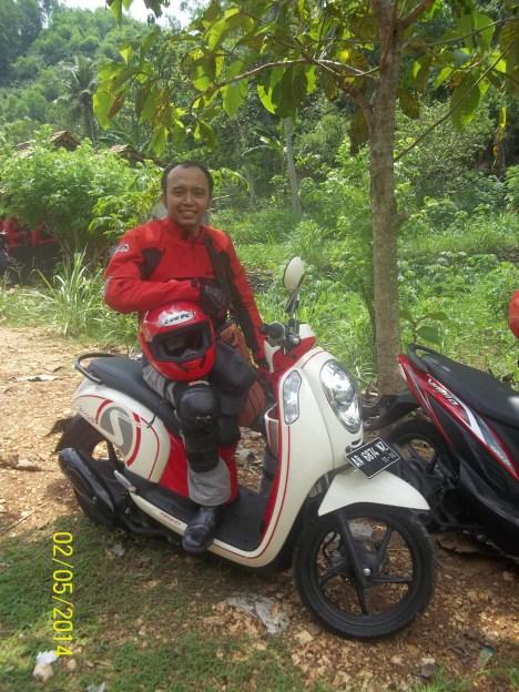 pak Dokter yang hobby naik motor