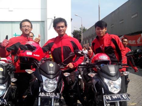 Foto dengan Tongsam dan Hyoga sebelum berangkat riding
