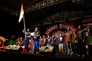 Presiden Asosiasi StreetFire Indonesia (ASFI), Andy Bedog memimpin pembacaan Ikrar Honda Bikers  didampingi oleh Fendy Wijaya, ketua pelaksana Jambore Nasional Honda CB150R Streetfire 2015 sekaligus ketua umum Jogja Streetfire Club (JOSEFIC).