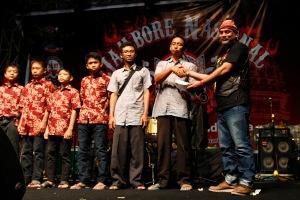 Serah terima secara simbolis donasi Asosiasi StreetFire Indonesia (ASFI) yang diwakili oleh Andy Bedog kepada pengurus Panti Asuhan Mata Hari.
